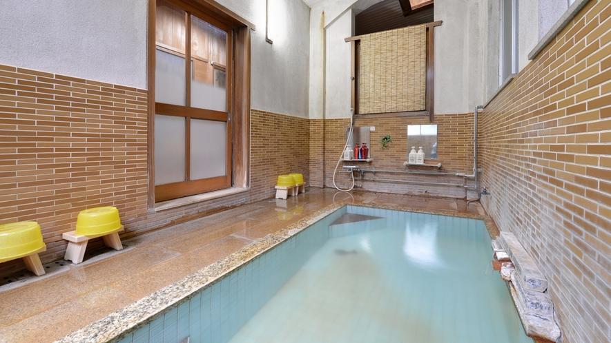 *お風呂/肌にスーッと馴染むさらりとした天然温泉はお肌をすべすべにしてくれます。