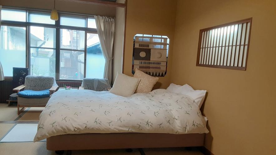 *部屋一例)ベッド付和室。足腰にやさしいベッドです。