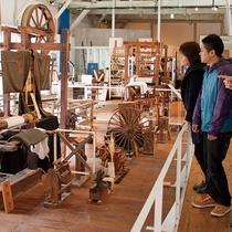 【丹後ちりめん歴史館】シルクの織りと染めの一貫生産工場として公開!土産販売も(当館より車で約40分)