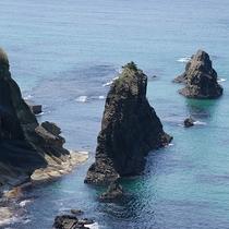 【屏風岩】山陰海岸ジオパークスポット!屏風のようにそびえる高さ13mの奇岩(当館より車で約15分)