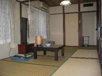 ファミリー・グループ向けの9畳のお部屋です