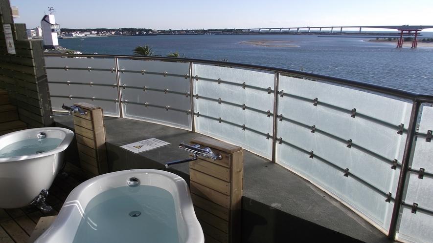 大浴場に併設の「空中露天風呂」浜名湖~鳥居~太平洋を一望できます。