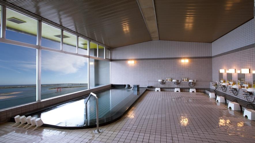 浜名湖~鳥居~太平洋を一望できる「大浴場 男湯」