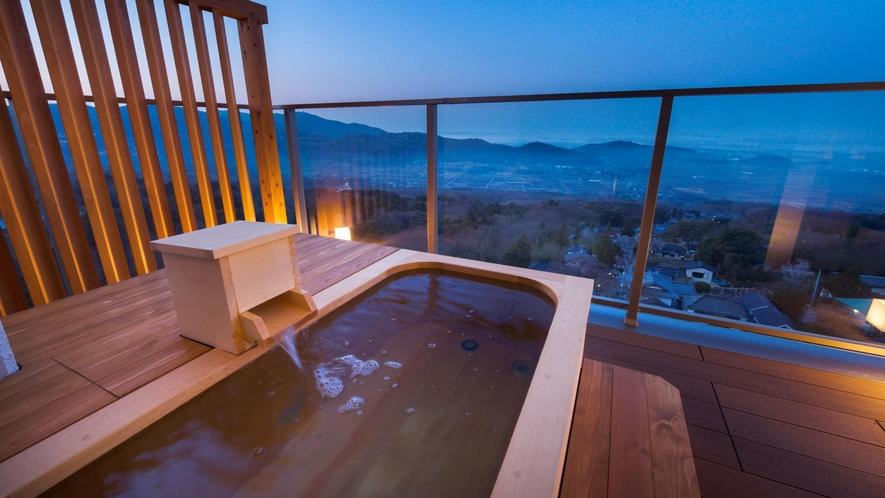 【特別室 和洋室】露天風呂付き客室~露天風呂~