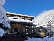 冬の観岳玄関。真っ白な雪景色と北アルプスを眺められます!