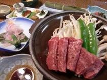 飛騨牛陶板焼き、お客様に人気のニジマスの笹焼き他、地元の食材を使った奥飛騨料理、約10品。
