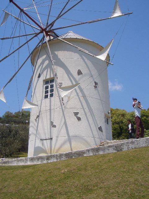 オリーブ園の風車