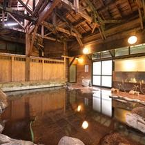 *大浴場(男湯)/豊富な湯量を誇る赤倉温泉。源泉溢れる岩風呂で癒しのひと時をお過ごし下さい。