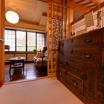 *歴史と風格を携えた調度品。旅先で出会う日本の伝統工芸品に魅せられて。