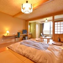 *和洋室(客室一例)/和と洋、両方の良さを味わえるお部屋。畳敷きのローベッドで寛ぎの休日を。