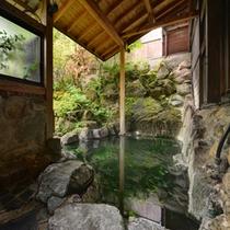 *露天風呂/温かい湯船に浸かりながら、自然のぬくもりに心癒されるひと時をお過ごし下さい。