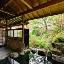 *露天風呂/季節ごとに変わる景色を眺めながらのんびりとご入浴ください。