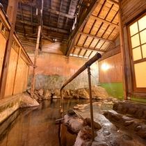 *大浴場(女湯)/東北一の湯量を誇る赤倉温泉は、千百余年の伝統を持つ名湯。ごゆっくりお寛ぎ下さい。