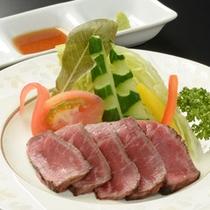 追加料理 岩手が誇るブランド牛!前沢牛タタキ ¥1,620(税込)