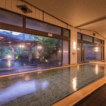 ホテル紅葉館の大浴場 開放感あふれるパノラマの風景をお楽しみください。