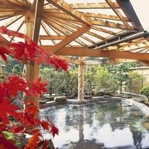 ホテル紅葉館 秋の露天風呂