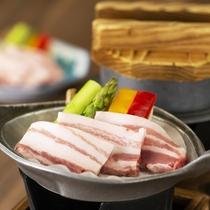 新様式「個別提供スタイル」花巻産プラチナポーク(白金豚)の陶板焼き ※料理イメージ
