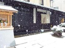 雪景色の玄関
