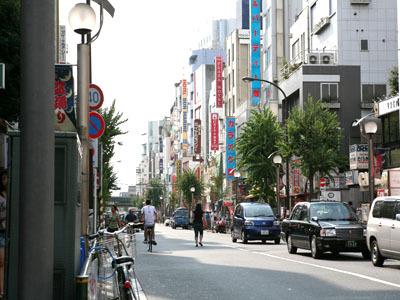 ◇TOKYO PLAZA HOTELは大久保通りに面しております。
