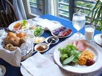 ●洋食メニューの朝食●