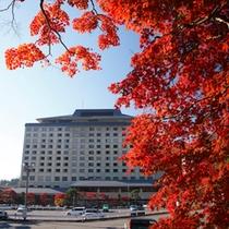 ホテル千秋閣(秋の外観)