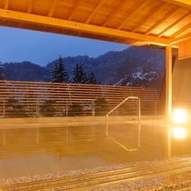 隣接するホテル花巻 ひのき露天風呂