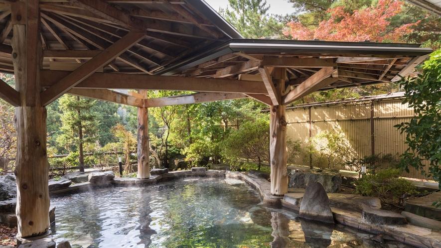 隣接するホテル紅葉館 露天岩風呂