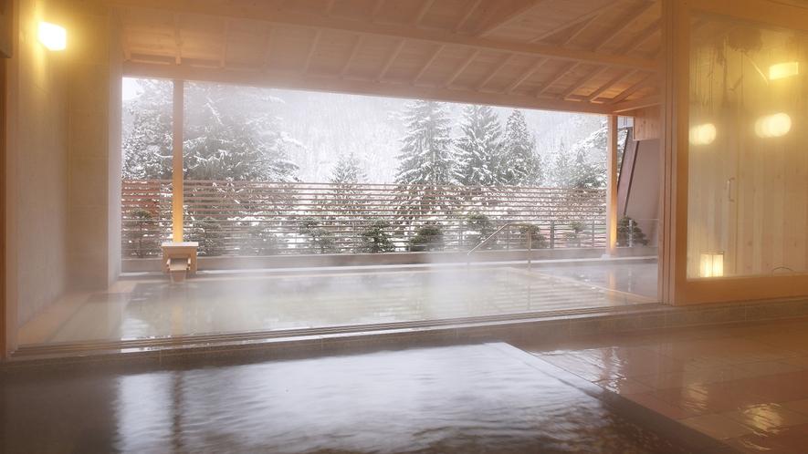 隣接するホテル花巻 冬のひのき露天風呂