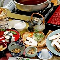 *【夕食全体例/松茸コース】秋になると、当館の松茸を求めて、全国からお客様が訪れます。