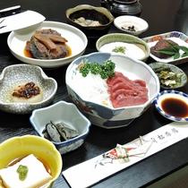 *【夕食全体例】一品ずつ目で楽しみ、四季を感じていただけるよう考えております。