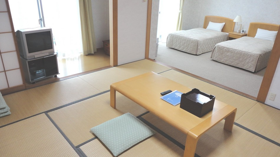 和洋室(一例)和室10畳、洋室ベット2台 7名様定員