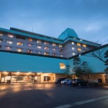 ホテル花巻 夕暮れの外観