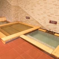 隣接するホテル千秋閣 腰掛け湯