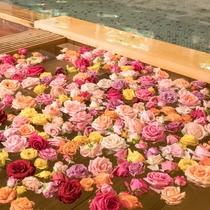 隣接するホテル千秋閣 バラ風呂のコーナー 女子大浴場 14:00~21:30