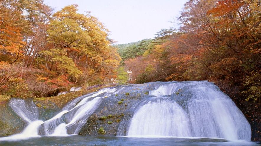 イーハトーブの風景地「釜淵の滝」(秋)