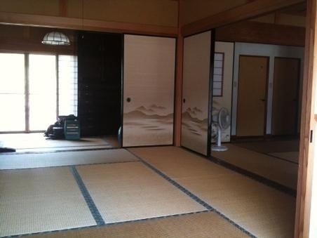 ●グループ・カップル●縁側の風景が見える和室