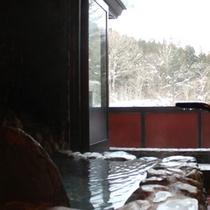 客室露天風呂からの冬の眺め