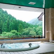 40分/¥2,500で使用できる「貸切展望風呂」は、「檜風呂」と「ジャグジー風呂」の二種類