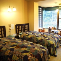 【千草】谷川岳を望む和洋室/洋室(ツイン)10畳+和室6畳/禁煙