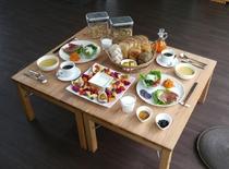 スイートタイプのお部屋<連泊プランの朝食例>