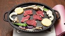 *[鹿肉鉄板焼き一例]焼き方その2:真ん中にバターをひいて鹿肉を焼く