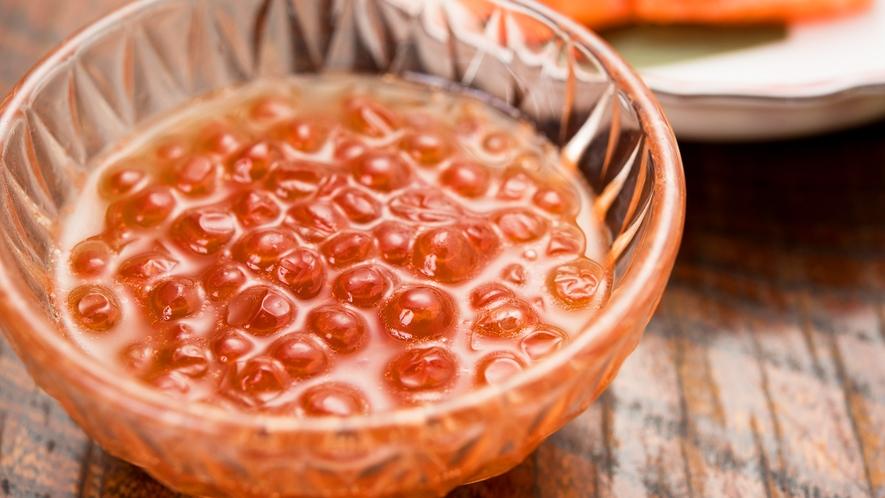 *[夕食一例]当館特製の北海道産いくらの醤油漬け