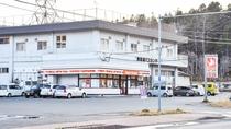 *[当館周辺]セイコーマート阿寒湖バスセンター店は、当館より徒歩にて約2分