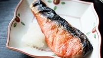 *[朝食一例]焼きたての焼き魚をご用意!