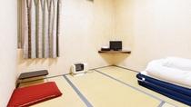 *[喫煙・和室1名]シンプルな造りの和室約4.5畳の客室です