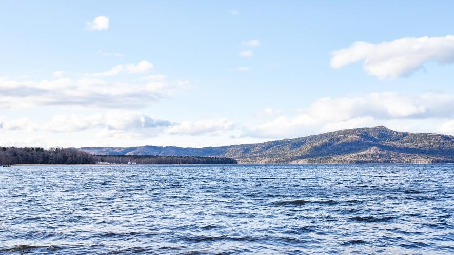 *[当館周辺]阿寒湖は、当館より徒歩にて約3分