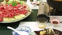 ・【ピリ辛鍋】寒い季節にうれしい!ピリっとした味がクセになる
