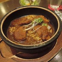 *【カフェメニュー】岩盤焼きカツカレー♪鹿児島黒豚のカツを使った自慢の一品です