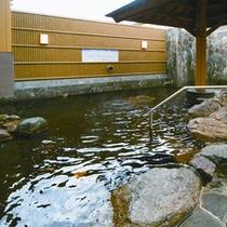 *【露天風呂・和風】自然豊かな明野の空を見上げながら温泉へ