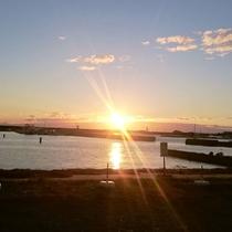 豊浜漁港からの夕日。。